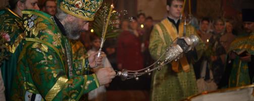 В канун Вербного воскресения Преосвященнейший Владыка Николай совершил всенощное бдение в Троицком храме г. Ишимбая