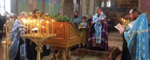 Епископ Николай совершил утреню с чтением акафиста Божией Матери в честь Ея иконы «Табынская» в Свято-Троицком храме г. Ишимбая